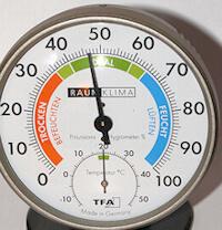 Maßnahmen gegen Schimmel: Hygrometer zur Luftfeuchtemessung