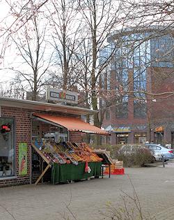 Hamburg Farmsen-Berne - Marktplatz am Bahnhof Berne